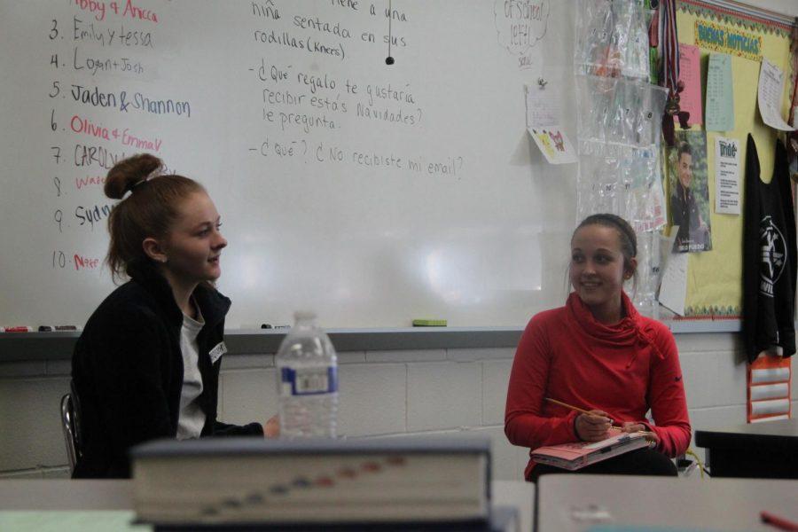 Juniors+Emily+Sander+and+Tessa+Sutfin+debate+about+tourism+in+Spanish.+