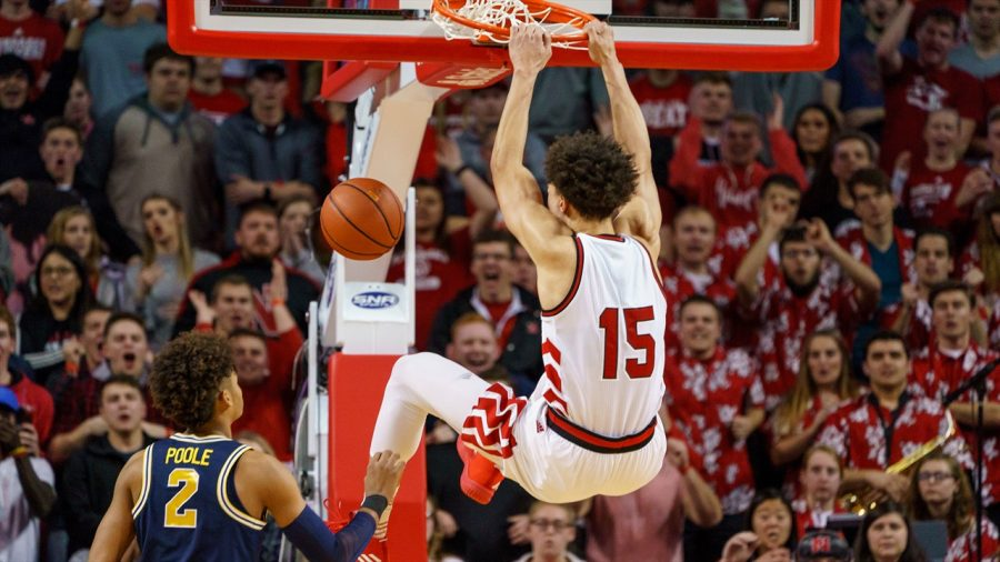 Junior+forward%2C+Isaiah+Roby%2C+completes+a+smashing+dunk+against+fellow+Big-Ten+opponent+Michigan.