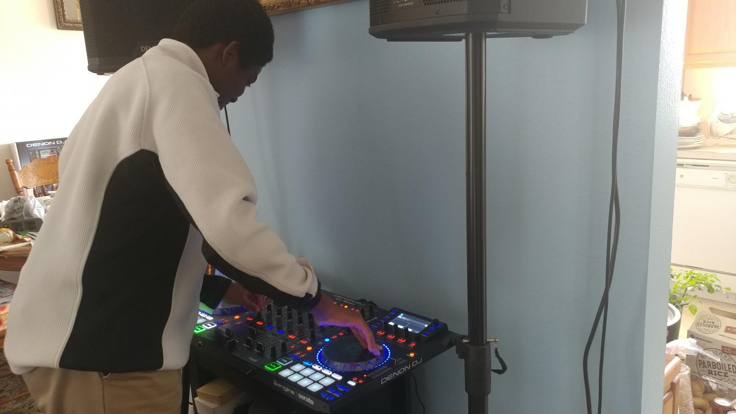 Sophomore Jordan Bakar playing his DJ board for practice before upcoming gigs. Bakar learned to play with family and friends, and created his own YouTube Channel
