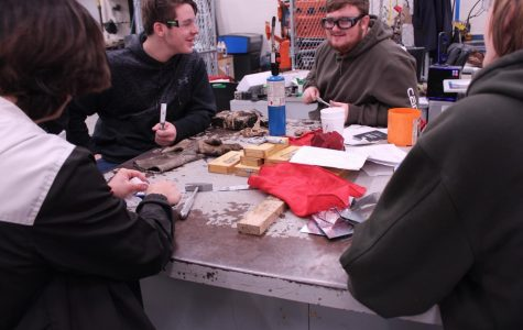 Manufacturing class makes hammers