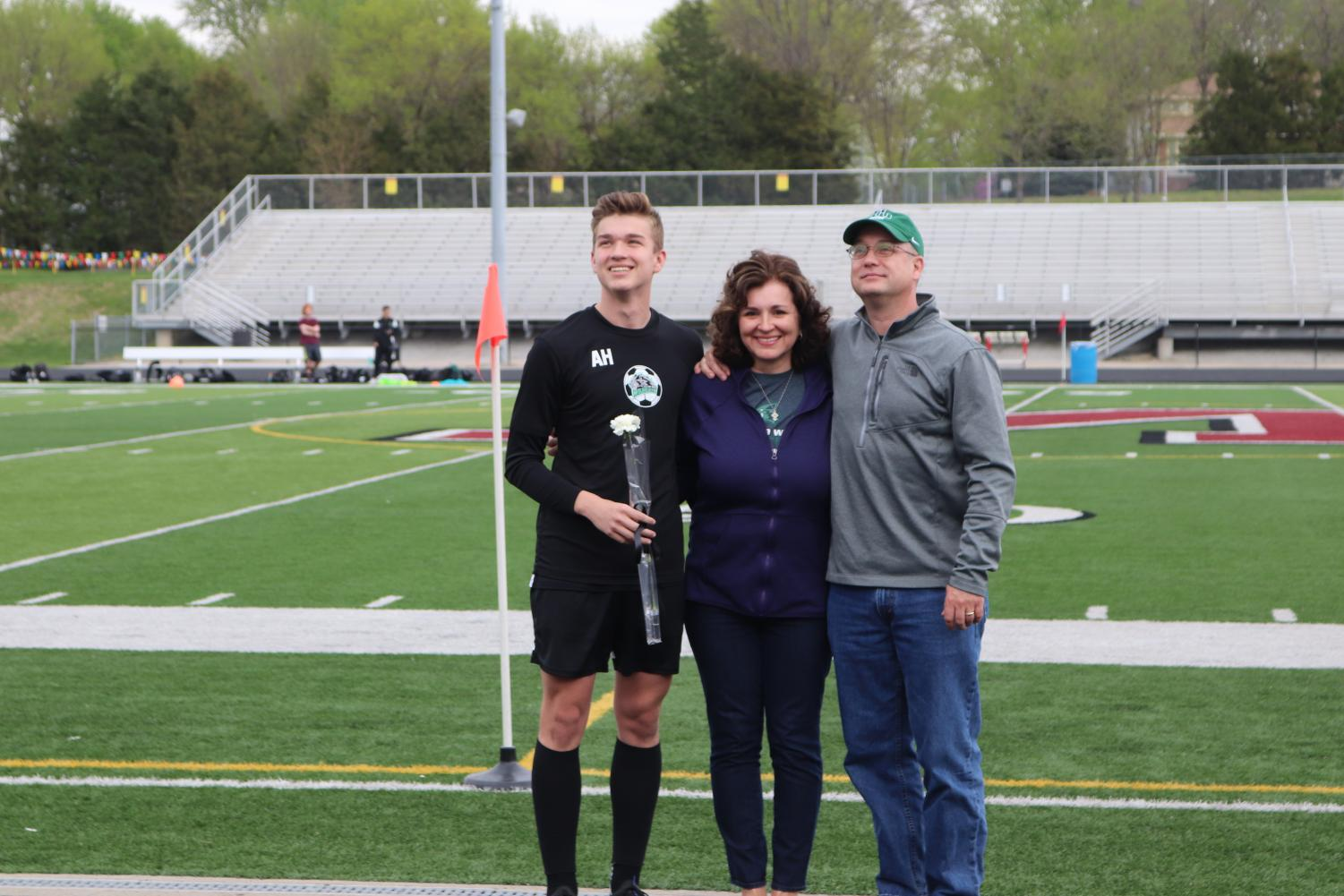 Senior+Andrew+Hall+and+parents+Lisa+and+Travis+Hall