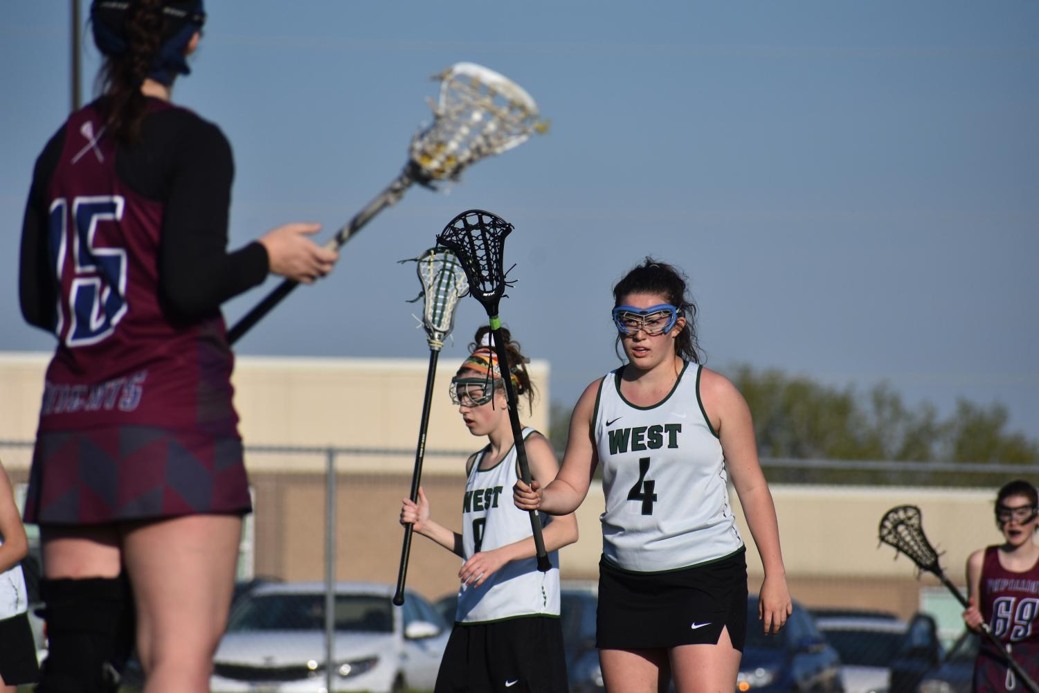 Sophomore+Olivia+Peterson+eyes+her+attacker+on+defense.