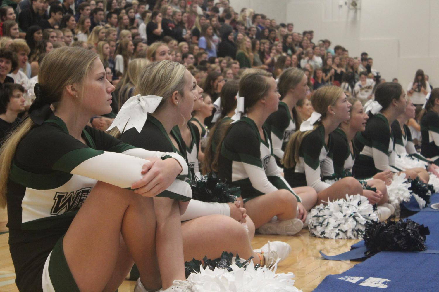 Cheerleaders+wait+on+the+sidelines.