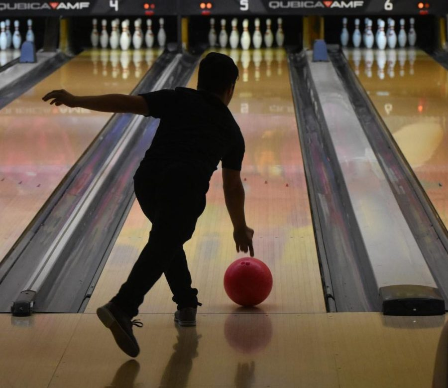 Senior+Ferdinando+Andrade+rolls+the+ball+straight+down+the+lane+for+the+strike.