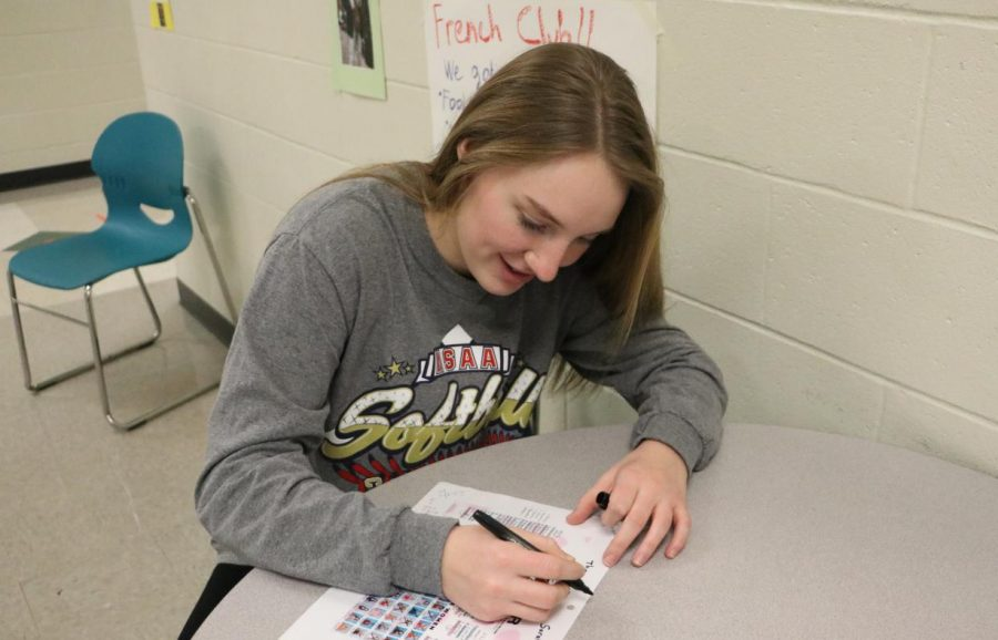 Senior Sarah Fueker works on her Bachelor Bracket during yearbook. Fueker is a huge fan of the show, and watches it every Monday night with her mom and sister.