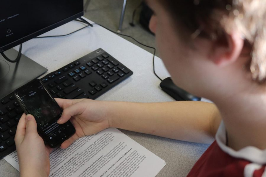 With the internet in immediate reach, students can find the answers to their questions fast. However, studies involving college lectures allowed three classroom groups: those who could text about whatever they pleased during the lesson, those who were allowed to text if only about the lesson and a control group. The results, published in Computers in Human Behavior, the on-topic groups did 70 percent better than those will free reign.