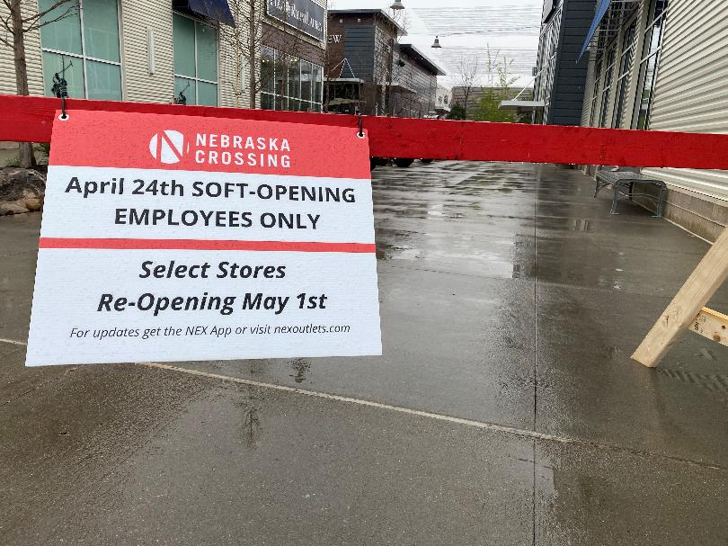 The+mall%E2%80%99s+employee%E2%80%99s+returned+on+the+24th+only+as+a+%E2%80%9Csoft-opening.%E2%80%9D+Some+stores+will+potentially+begin+reopening+for+customers+on+the+1st+of+May.