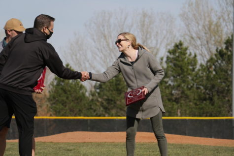 Alumni Laura Ferguson Foral receives her plaque for being induced into The Hall of Fame.